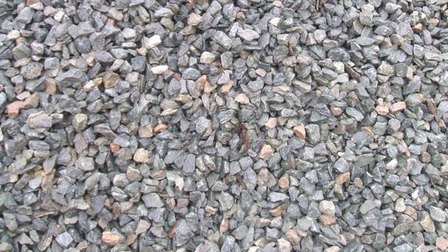 Na zwarte drab nu klachten over opspattende steentjes op A28