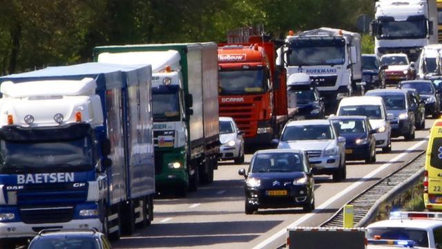 Lange files A67 door gekantelde vrachtwagen