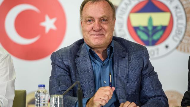 Advocaat debuteert met Europese zege als trainer van Fenerbahçe