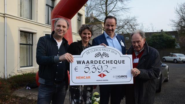 Autopuzzeltocht levert hospice Issoria duizenden euro's op