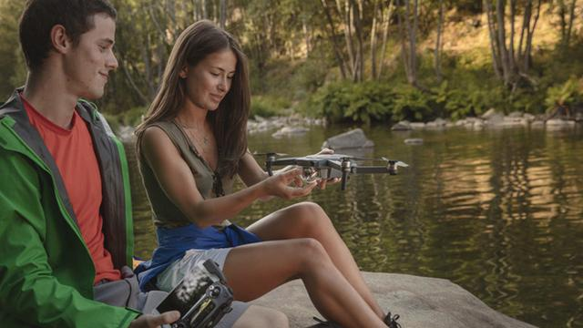 DJI lanceert opvouwbare cameradrone die in handpalm past