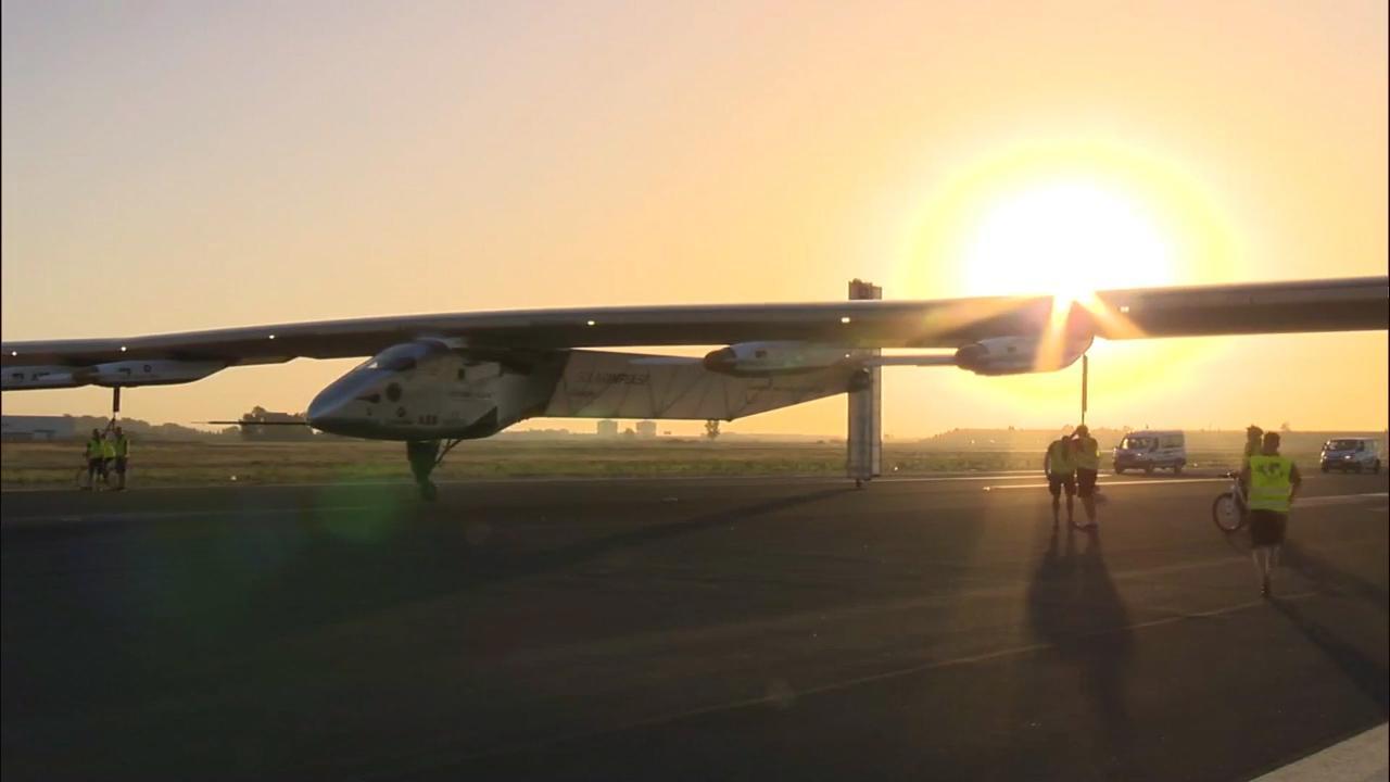 Zonnevliegtuig steekt Atlantische Oceaan over