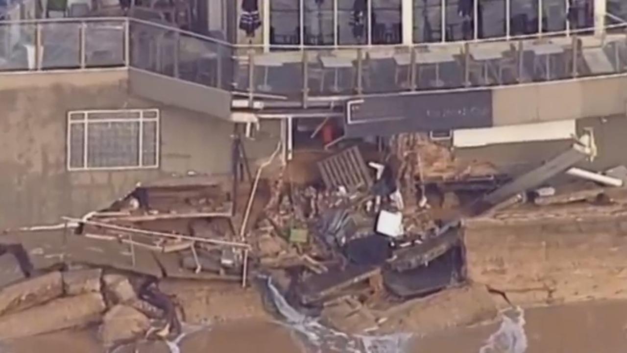 Hoge golven verwoesten huizen aan Australische kust