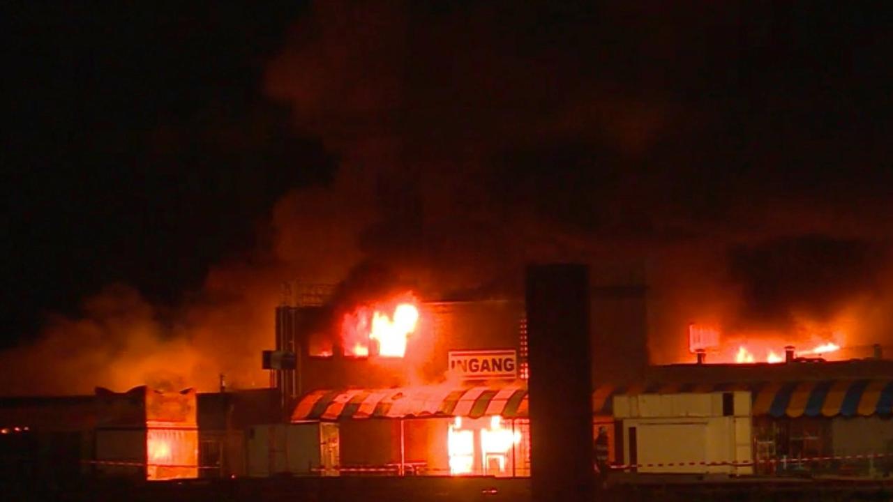Grote brand bij evenementenhallen in Noord-Brabant