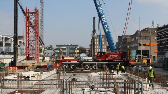 Wilbert van 54 meter gaat gestrekt bij station Breda