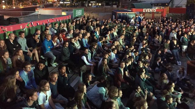 EK-finale massaal gevolgd op groot scherm in De Buurt