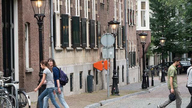 Straatverlichting in binnenstad overdag al weken aan