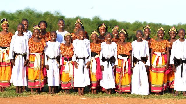 Oegandees kinder(wezen)koor Mwangaza treedt voor het eerst op