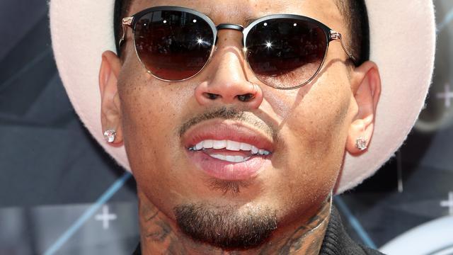 Chris Brown aangeklaagd om naam kledinglijn