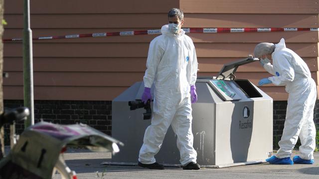 Politie doet onderzoek op plek neergestoken krantenbezorgster Rotterdam