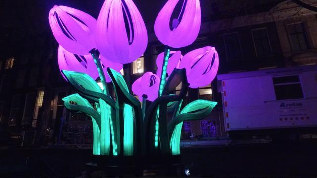 Kunstwerken verlichten binnenstad van Amsterdam