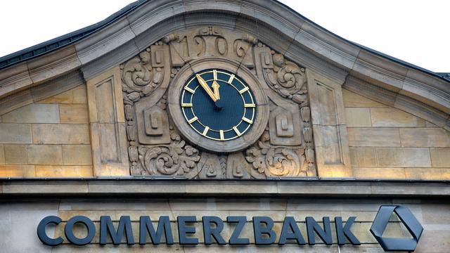 Commerzbank somberder over winst in 2016
