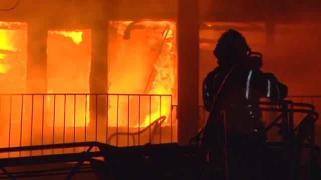 Brand verwoest flatwoning in Emmen