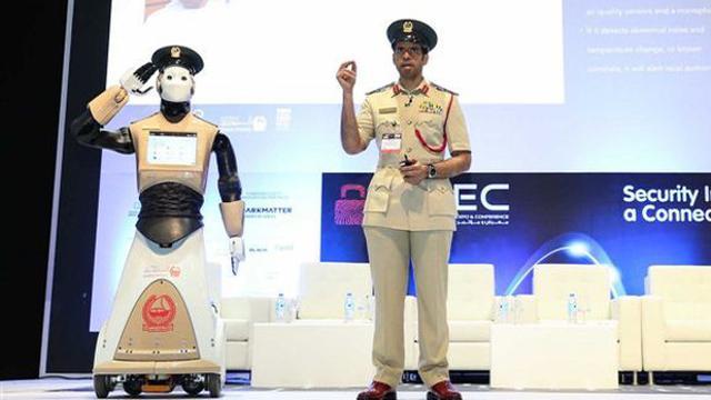 Politie Dubai neemt eerste robot in dienst