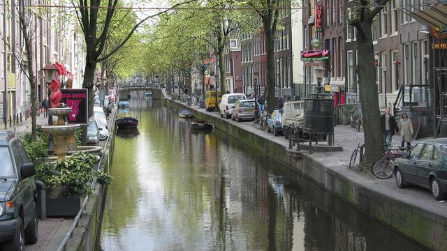 Man overleden na poging ruzie te sussen op Amsterdamse Wallen