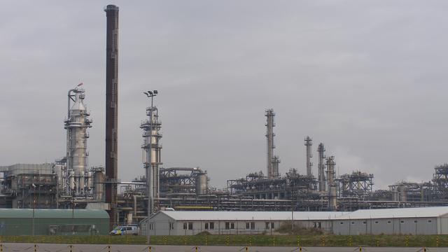 Onderhoud aan fabriek bij Shell Moerdijk