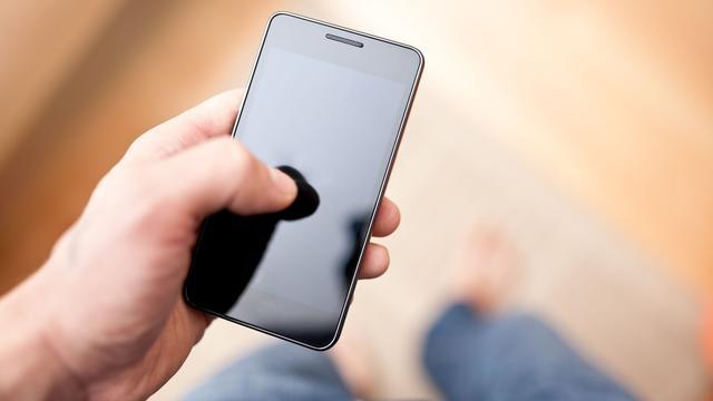 Aantal 50-plussers met smartphone stijgt rap