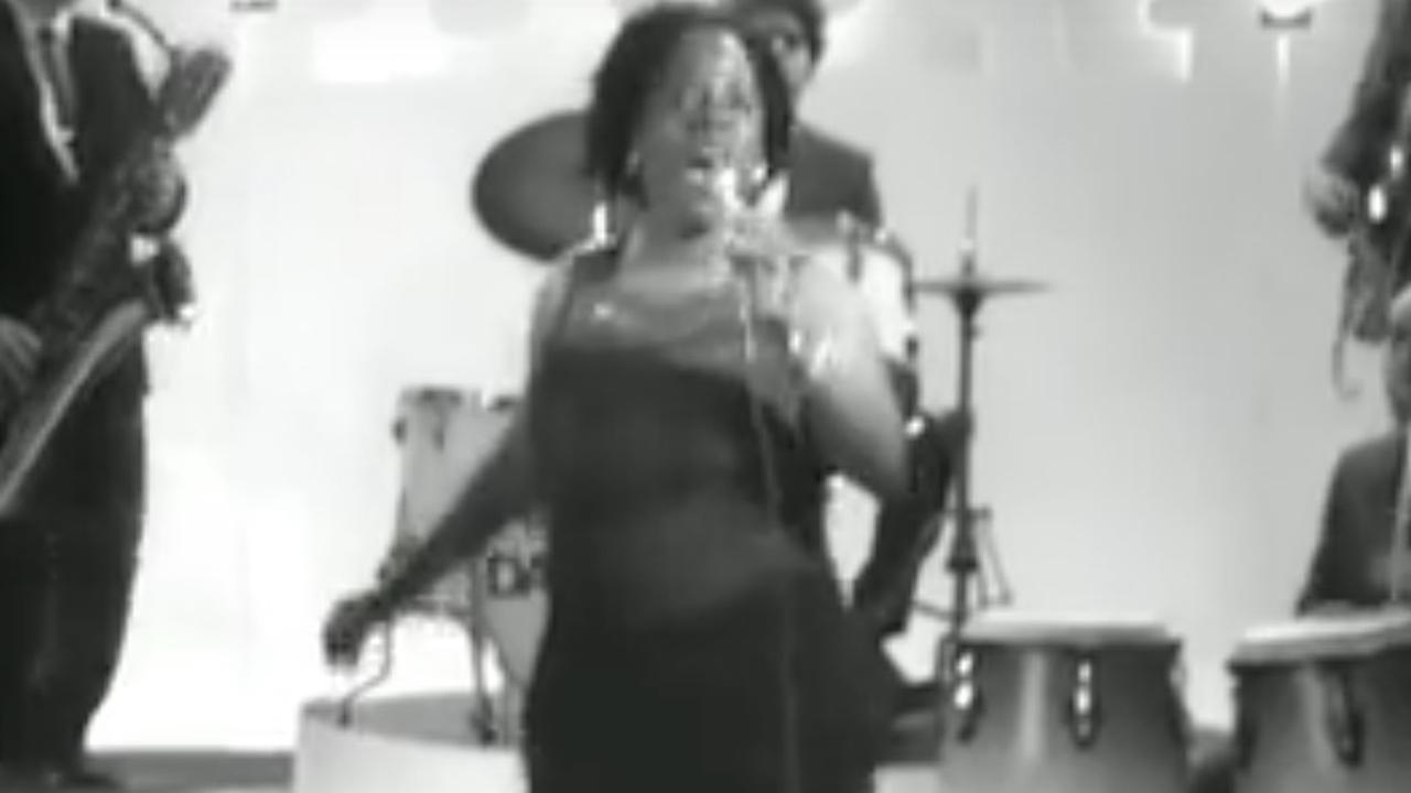 Beluister 100 Days, 100 Nights van Sharon Jones & The Dap-Kings