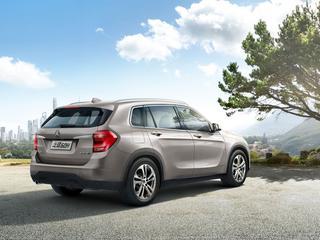 In China debuteert de Zinoro X1. Het merk zegt je misschien niets, het model herken je ongetwijfeld als een BMW X1-kloon.