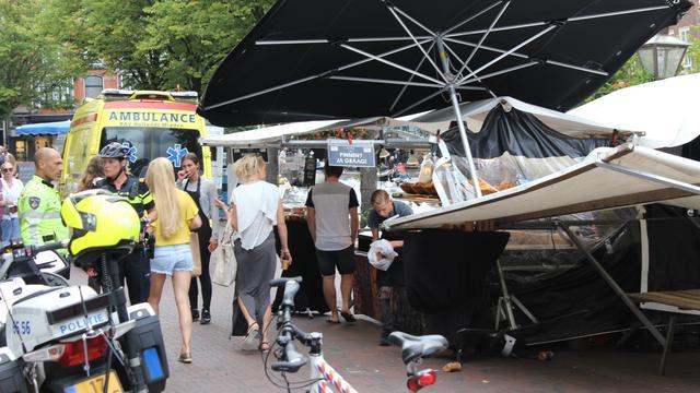 Gewonde bij instorten marktkraam bij Stadhuisplein