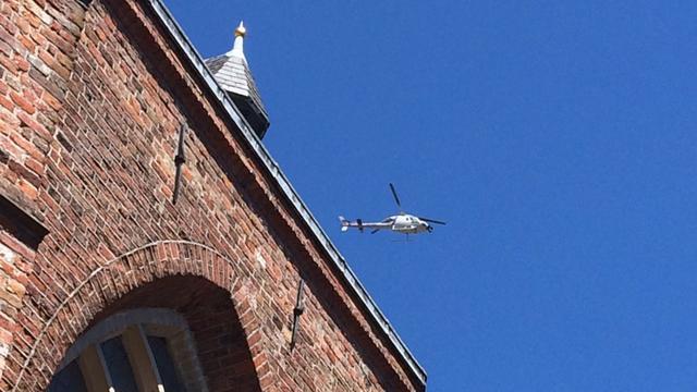 Helikopter maakt filmbeelden van de stad