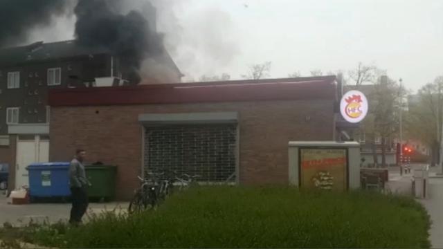 Grote rookwolk door brand in Halal Fried Chicken Nieuw-West