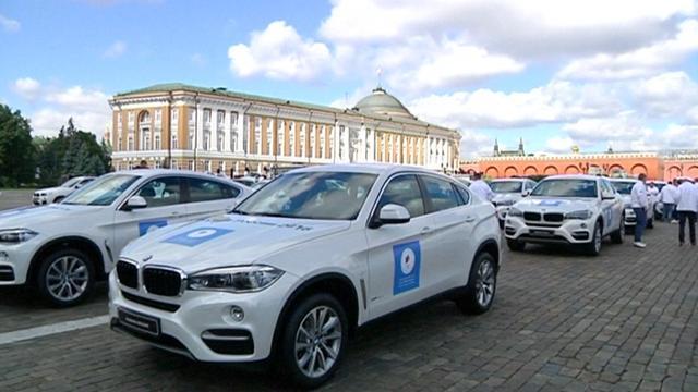 Russische premier deelt BMW's uit aan medaillewinnaars Olympische Spelen