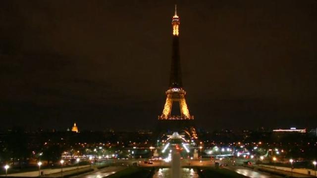 Lichten in Eiffeltoren gaan uit voor aanslag in Londen