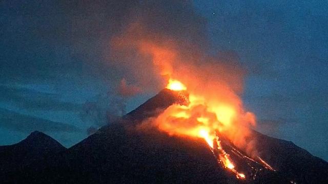 Timelapse van uitbarstende vulkaan Colima in Mexico