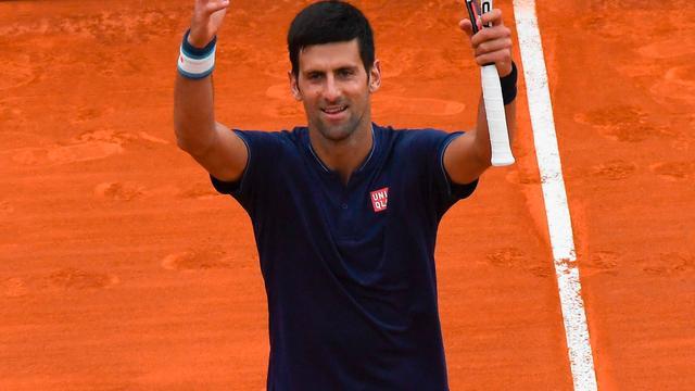 Djokovic knokt zich langs Simon in tweede ronde Monte Carlo