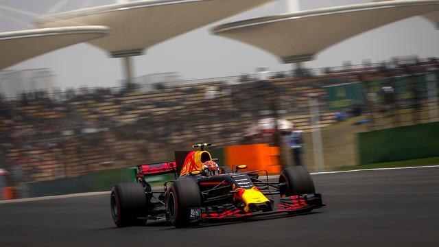 Liveblog: Hamilton op pole, Verstappen 19e in kwalificatie China (gesloten)