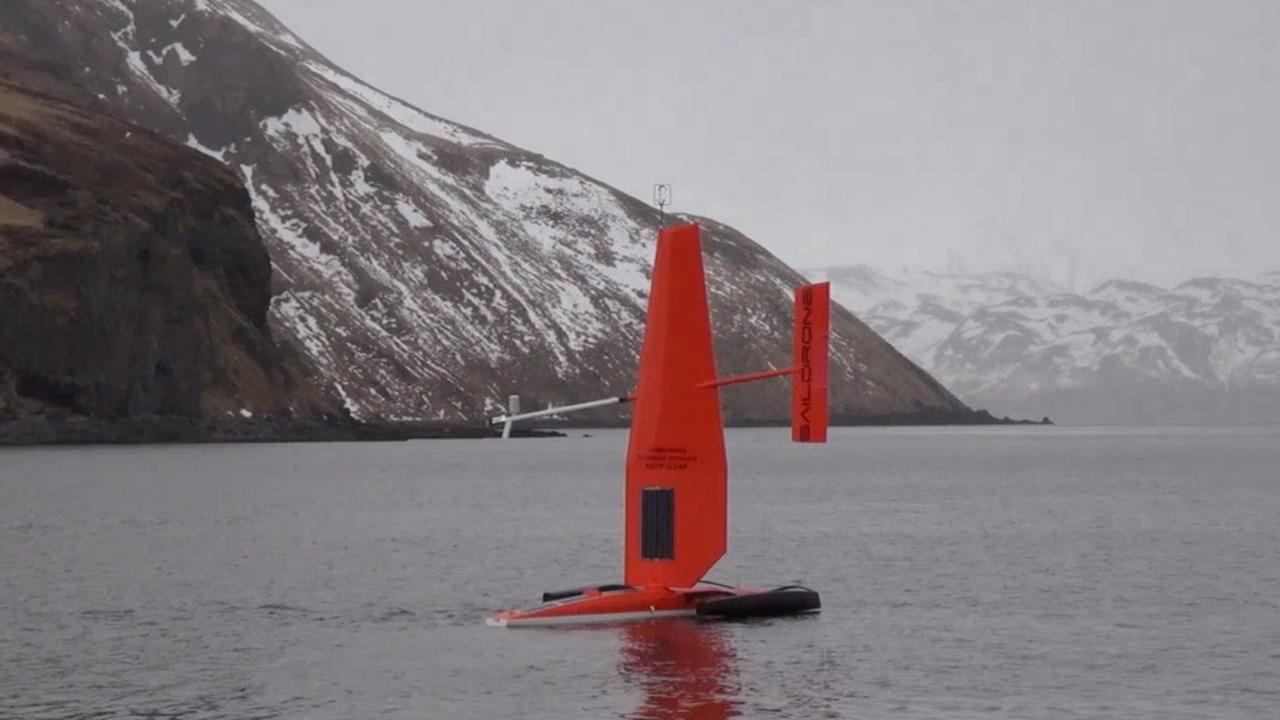 Deze robotzeilboot telt vissen en houdt klimaatverandering bij
