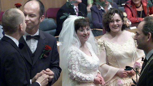 Dubbel zoveel huwelijken tussen mannen dan tussen vrouwen in Amsterdam