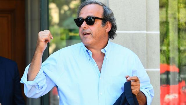 Platini ondanks schorsing aanwezig bij UEFA-verkiezing