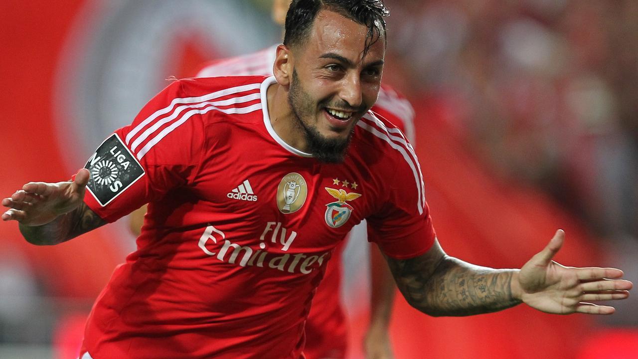 Griek scoort met geniale hakbal voor Benfica