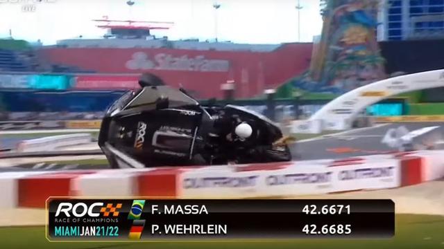F1-coureur Wehrlein slaat over de kop met fan aan boord
