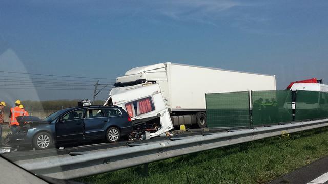 Persoon komt om het leven bij ongeval op A15 richting Rotterdam