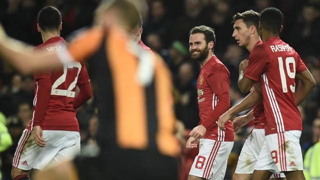 Manchester United met één been in League Cup-finale na zege op Hull