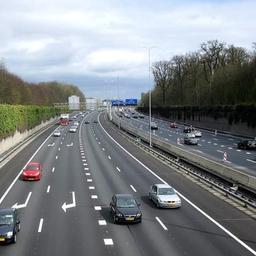 A27 bij Nieuwegein richting Utrecht dicht om brandende tankwagen