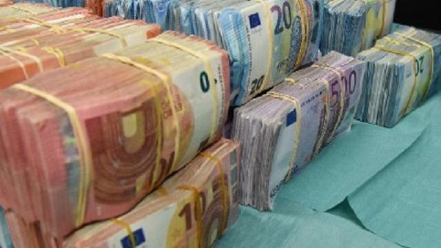 Recherche vindt 2,1 miljoen aan contant geld in auto