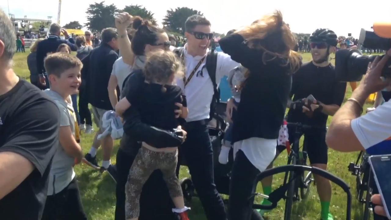 Cavendish viert winst etappe en gele trui met familie