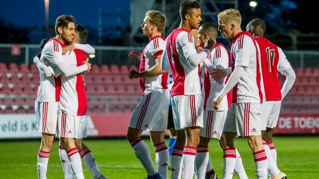 Ajax start nieuwe samenwerking met Amsterdamse scholen