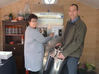 Bezoekers kunnen rechtstreeks melk van de boer kopen