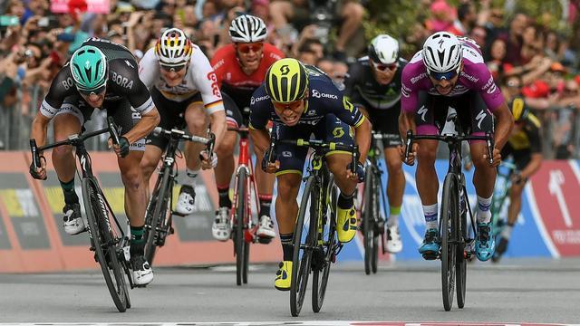 Sprinter Ewan wint zevende etappe Giro met minimaal verschil
