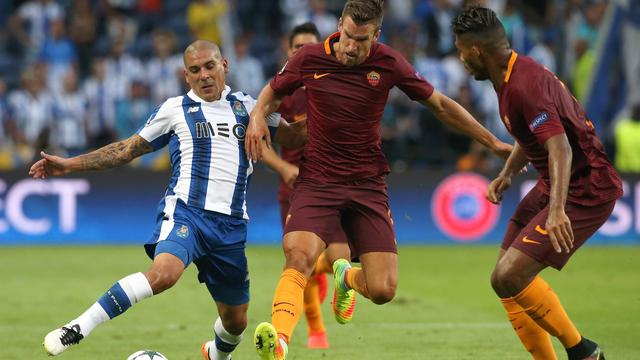 Strootman en AS Roma spelen met tien man gelijk bij FC Porto