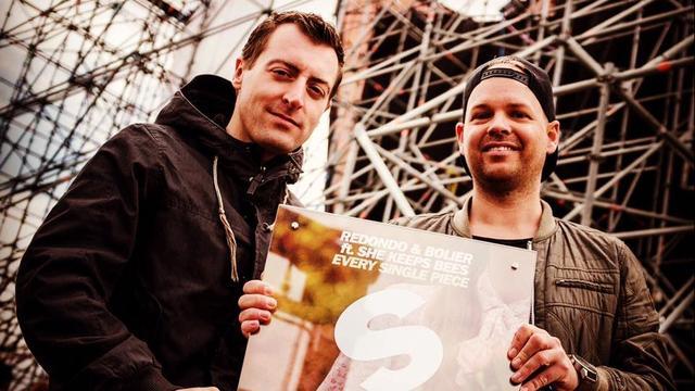 Gouden plaat voor dj-formatie Redondo uit Bergen op Zoom