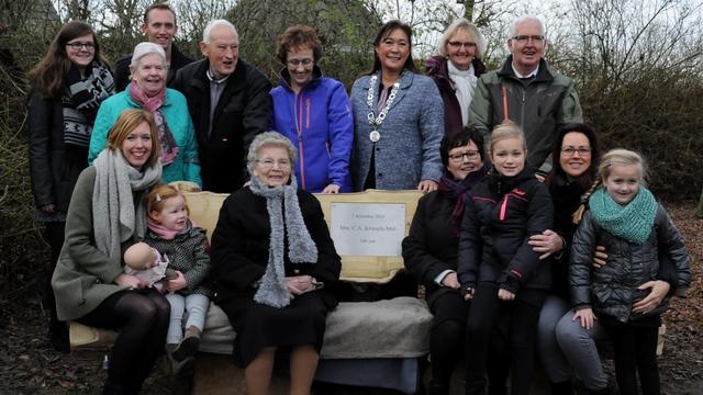 Honderdjarige Cor Kriesels krijgt eigen bankje