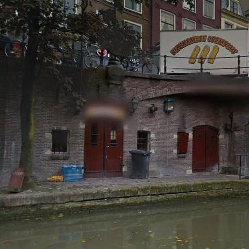 http://media.nu.nl/m/8orxhibaqidh_sqr512.jpg/zaalverhuurbedrijf-k-sjot-oudegracht-per-direct-gesloten-bedreigingen.jpg