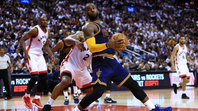Cavaliers dicht bij Conference-finale, Spurs op voorsprong tegen Rockets