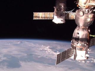 Aan boord van de ruimtecapsule zit 620 kilo brandstof, 420 liter water en 351 kilo proviand